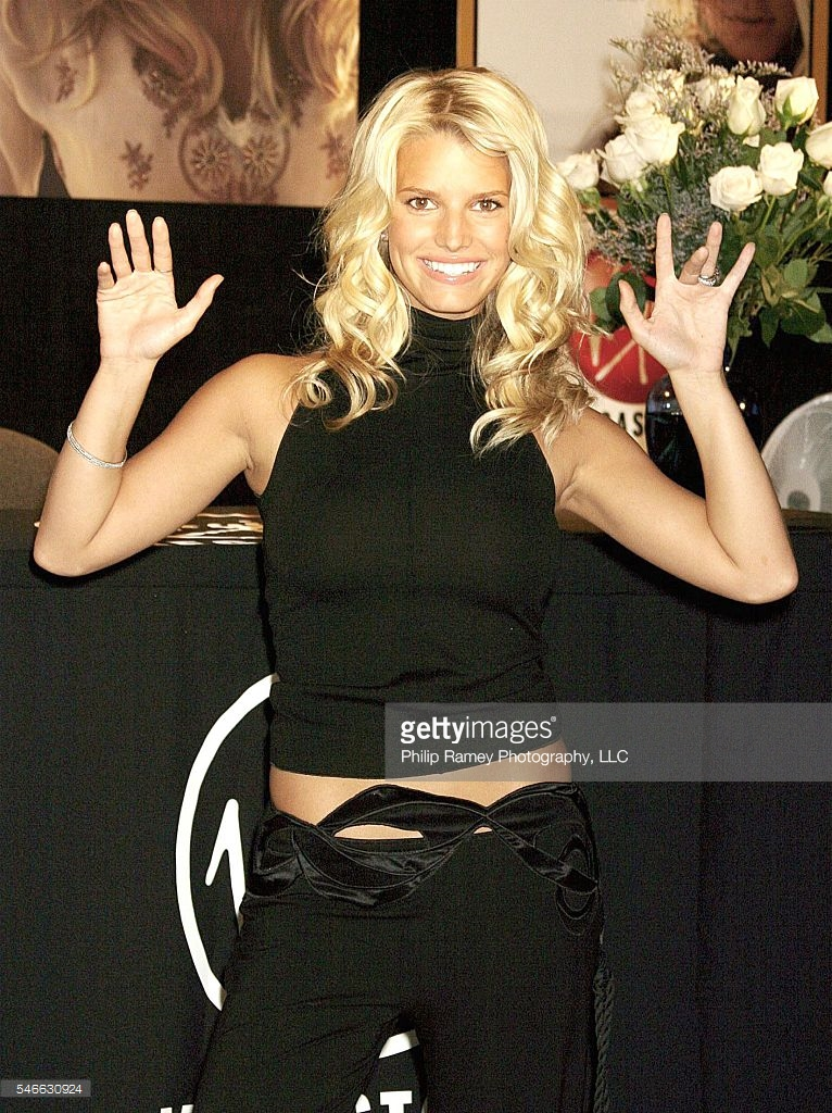 "©2003 RAMEY PHOTO AGENCY/LUIS GUERRA Jessica Simpson Signing Her New CD ""In This Skin"" August 19, 2003 - Times Square Virgin Megastore- New York City, New York USA  (PG)"